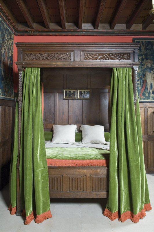 lit à dais | les arts décoratifs