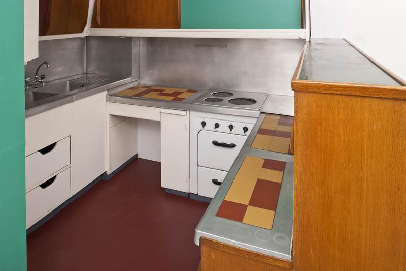Cuisine bar de l unit d habitation de la cit radieuse de for Meubles laval le corbusier