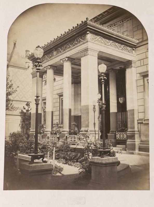 Le Porche De La Maison vue du porche de la façade de la maison romaine]   les arts décoratifs